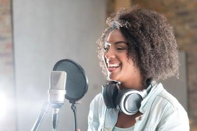 Casting comédien voix off et doublage Voxing Pro